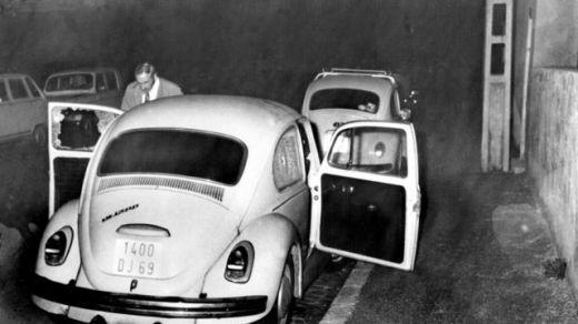 photo-prise-a-lyon-le-3-juillet-1975-de-la-voiture-contre-laquelle-s-est-ecroule-le-juge-d-instruction-francois-renaud-apres-avoir-ete-abattu-par-quatre-tueurs_5370855